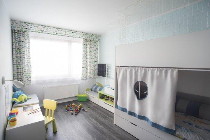 Byt s šedou podlahou - dětský pokoj