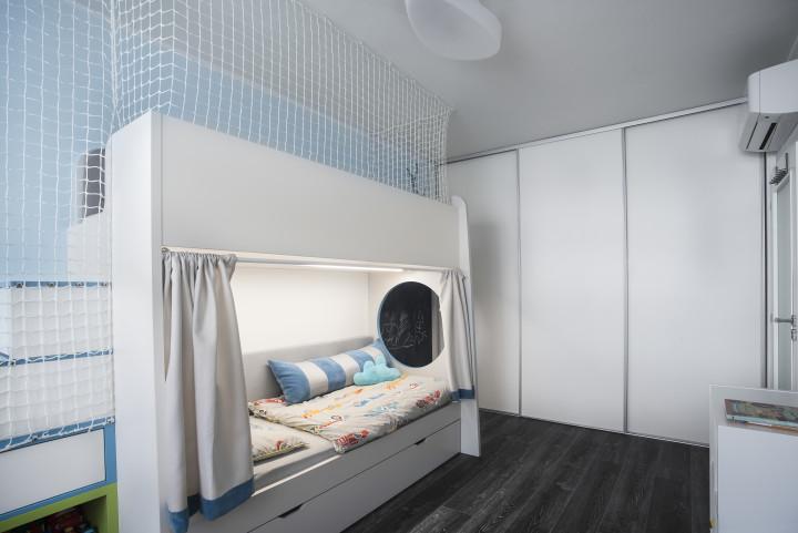 Dětský pokoj pro dva brášky - dvoupatrová postel
