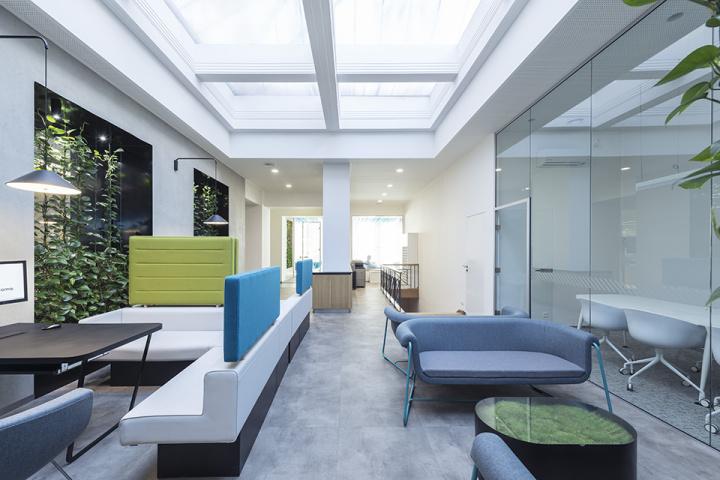 interiér kanceláří - klientské centrum Modrá pyramida