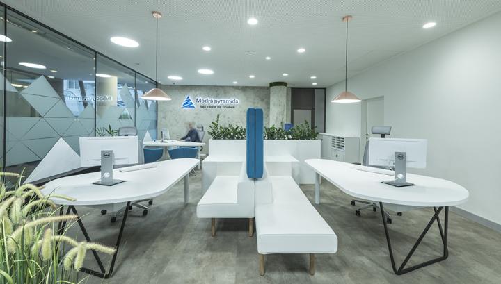interiér kanceláří - poradenská centra Modrá pyramida