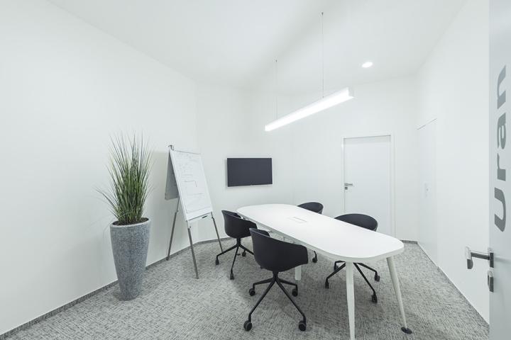 Moderní mobilní nábytek podporuje dynamický a variabilní způsob práce