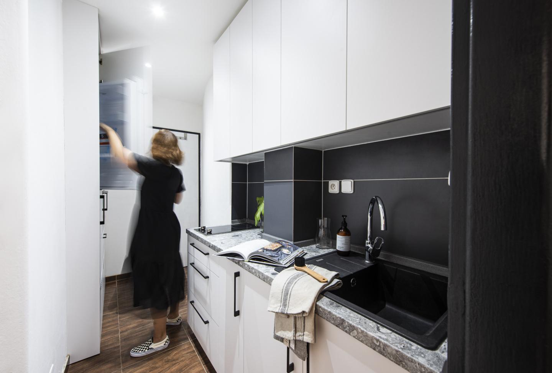 Interiér kuchyně v garsonce