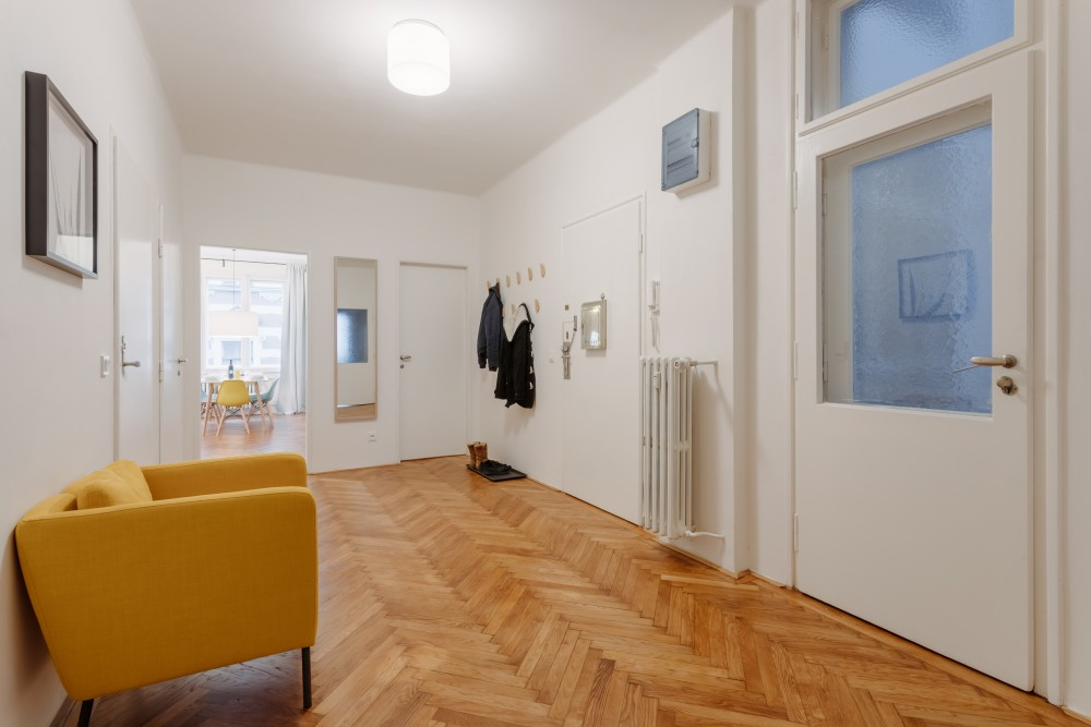 Interiér bytu na pronájem - interiér chodby