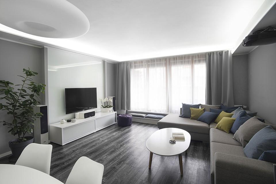 Interiér obývacího pokoje s kuchyní