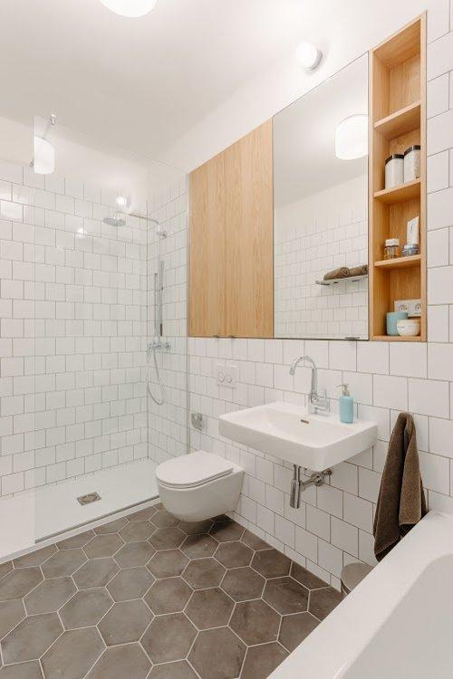 Interiér bytu na pronájem - retro koupelna