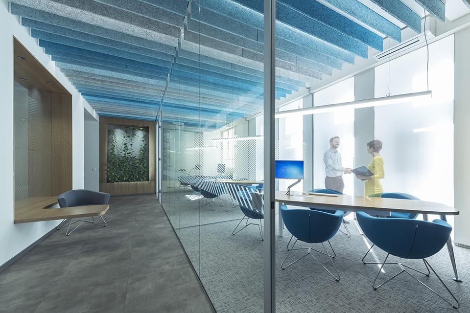 Interiér zasedací místnosti v kancelářích